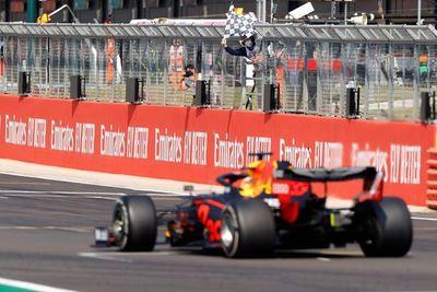 Verstappen gana por delante de Hamilton y Bottas