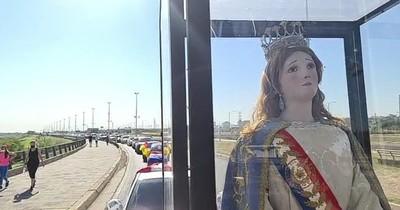 Realizan caravana vehicular por el aniversario de Asunción