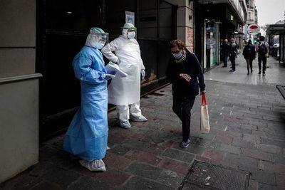 Francia se resiste a generalizar la obligación de llevar mascarilla en la calle