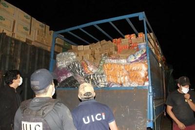 No solo el Covid viene del Brasil, también tomates y huevos. Incautaron 30 toneladas