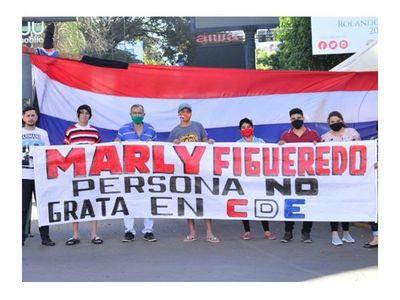 """Esteños declaran a Marly """"persona no grata"""""""