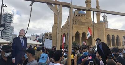 "Nasrallah, líder del Hezbolá, fue ""ahorcado"" durante protestas en Beirut"
