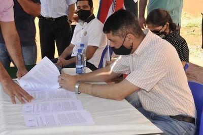 Firman convenio para titulación de lotes de cuatro asentamientos en Pedro Juan Caballero