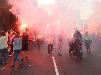 En Perú, apenas arrancó el fútbol volvió a parar