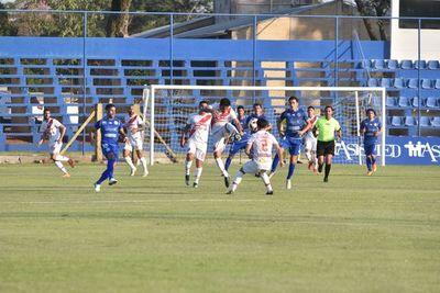 Poco fútbol y nada de goles en Villa Elisa
