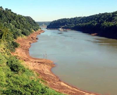 Inusual bajante del río YGUAZU en la zona de TRES FRONTERAS