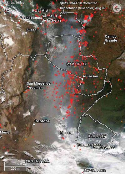 Focos de incendios y humo en el centro sudamericano