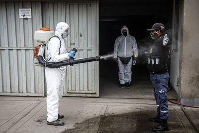 Perú registra récord de 228 decesos diarios por coronavirus