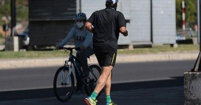 Médicos se trasladan al trabajo en bicicleta para mejorar su vida