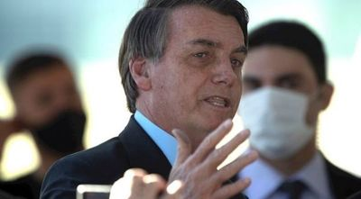 Bolsonaro critica a los medios por hablar sobre las 100.000 muertes por COVID-19 en Brasil