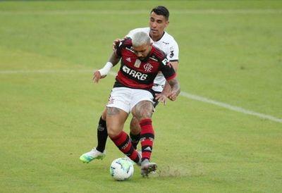 Junior Alonso tuvo a maltraer a Gabigol