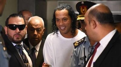 HOY / Ronaldinho: juez espera carpeta fiscal para fijar audiencia y finiquitar causa