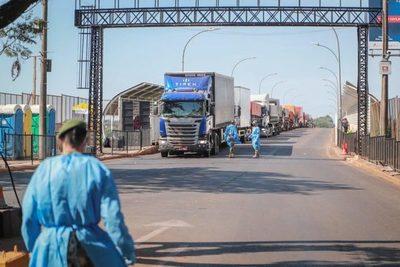 Cancillería coordina acciones para agilizar el cruce de camiones en Foz