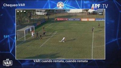 La charla del VAR en el gol anulado a General Díaz