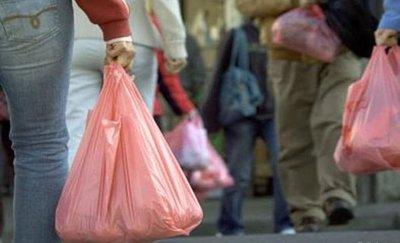 Supermercados entregarían solo bolsas reutilizables desde septiembre