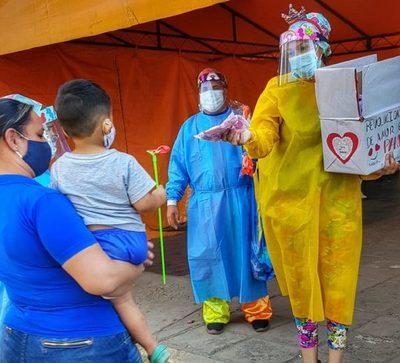 Doctores Payasonrisas enseñan a niños cómo prevenir el COVID