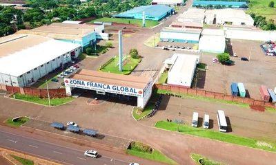 Aduaneros de Zona Franca Global impiden ingreso de máquinas para fábrica local, esperando coimas