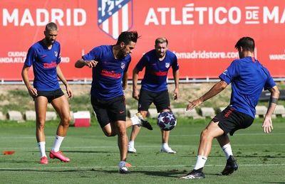 Atlético Madrid viaja a Lisboa con las bajas de Sime Vrsaljko y Ángel Correa