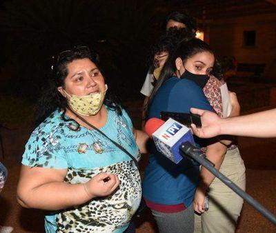 Madre de joven que denunció a cura por acoso lamenta la absolución del religioso