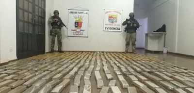 Marinos incautan más de 340 kilos de marihuana cerca de la represa Acaray