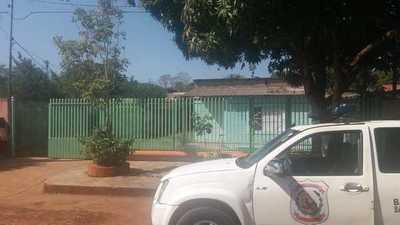 Delincuentes toman de rehén a una mujer en su casa y le roban el auto