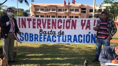Ciudadanos instalan carpas frente a la Municipalidad de PJC para exigir su intervención