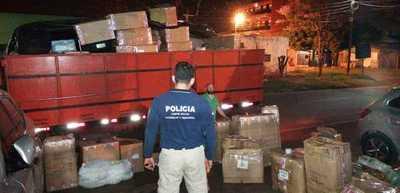 Incautan camión cargado con mercaderías de presunto contrabando