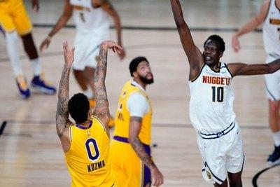 Con un triple decisivo, Kuzma da la victoria a Lakers frente a Nuggets