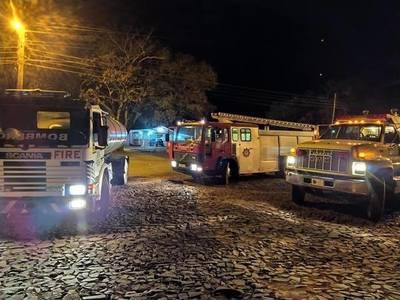 TRABAJO CONJUNTO DE BOMBEROS, LOGRA SOFOCAR INCENDIO FORESTAL