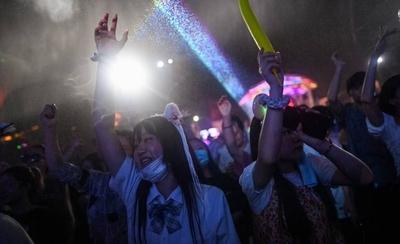 HOY / Wuhan, epicentro de la pandemia, vuelve a la normalidad: habitantes dejan la mascarilla