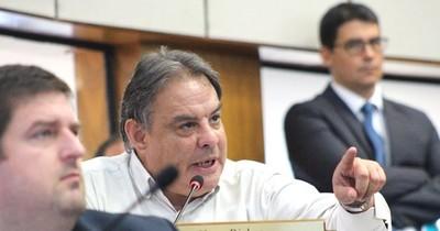 """Senador objeta """"criterio"""" del presidente para mantener a ministros cuestionados"""