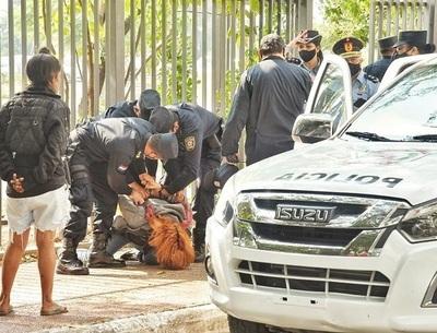 Estudiantes universitarias denuncian represión policial durante manifestación