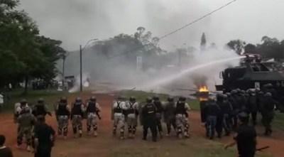 Policía no cede ante manifestantes y logra abrir rutas bloqueadas
