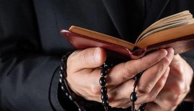 """Abogada califica de """"pus dentro de la iglesia"""" a sacerdotes denunciados por abuso y acoso"""