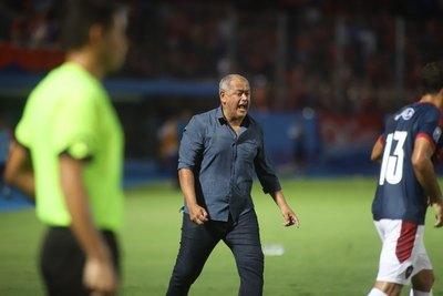 'Hay algunos árbitros que están ensuciando demasiado la pelota'