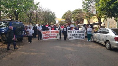 FUNCIONARIOS DEL HOSPITAL EXIGEN GRATIFICACIONES