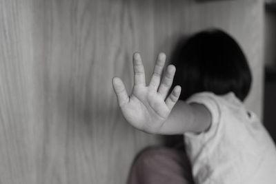 Condenado a 14 años por manosear a su hijastra