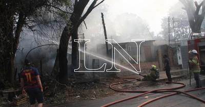 Incendio consumió totalmente precaria vivienda en Fernando de la Mora