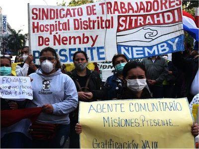 Funcionarios de Salud reclaman pagos y  repudian la corrupción