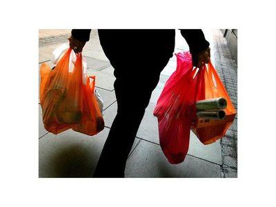 Autorizan el uso de bolsas de  polietileno hasta   fin de año