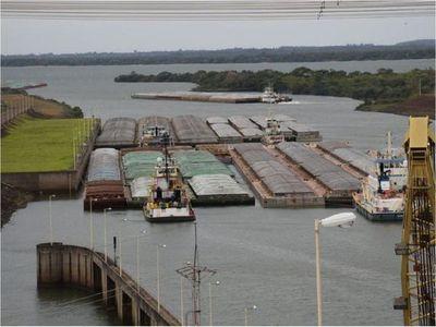 Barcazas empezaron a salir por esclusa de Yacyretá