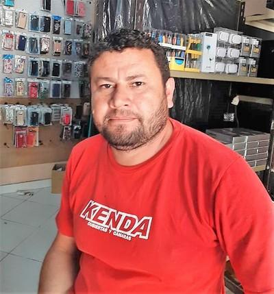 Violento asalto en Horqueta deja daño por G. 150 millones en local de venta de celulares