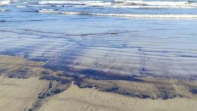 Alertan de riesgo ambiental por derrame petrolero en costas de Venezuela