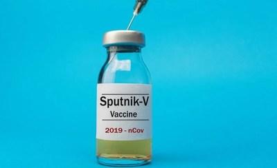 Científicos locales piden mesura ante vacuna rusa, mientras ensayan terapias