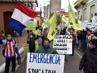 Covid-19: Protesta de docentes, enfermeros y familiares de policías frente a Hacienda