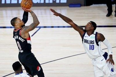 Un épico Lillard anota 61 puntos y eleva a Portland hacia los playoffs