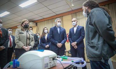 Presidente verifica capacitación de profesionales para manejo de respiradores