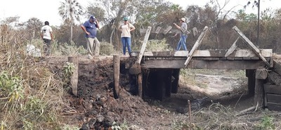 Voluntarios apagaron incendio forestal que afectó a un puente en Bahía Negra