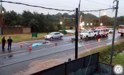 Motociclista fallece en triple choque • Luque Noticias