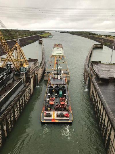 Esclusado de barcazas se desarrolló con éxito sobre el río Paraná